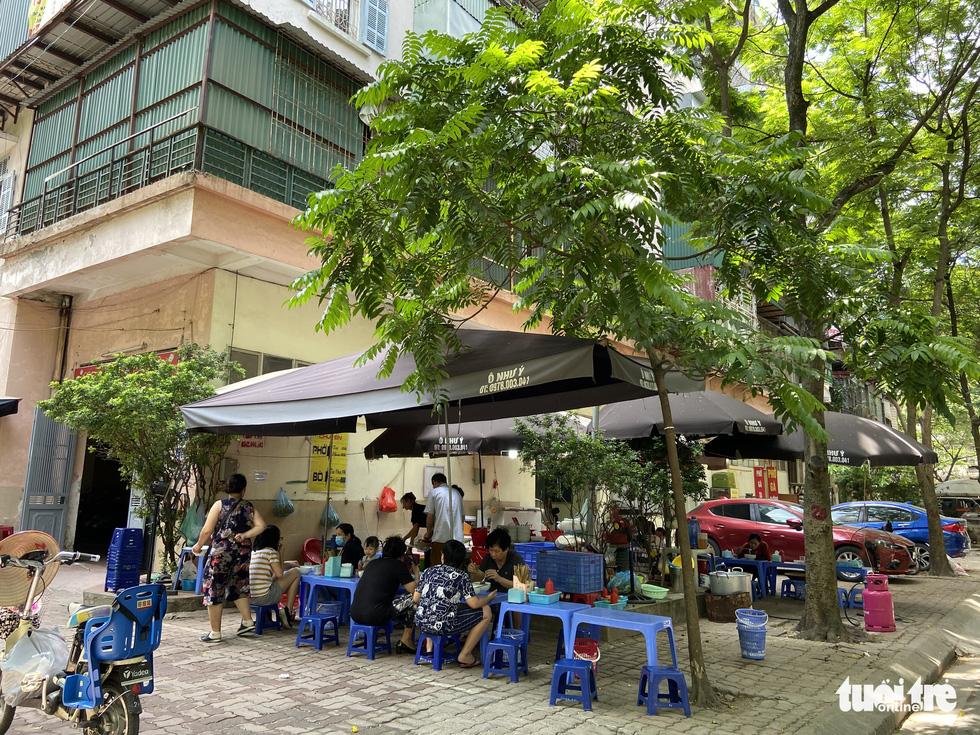 Hàng loạt tòa nhà tái định cư ở Hà Nội bị xẻ thịt để kinh doanh - Ảnh 3.