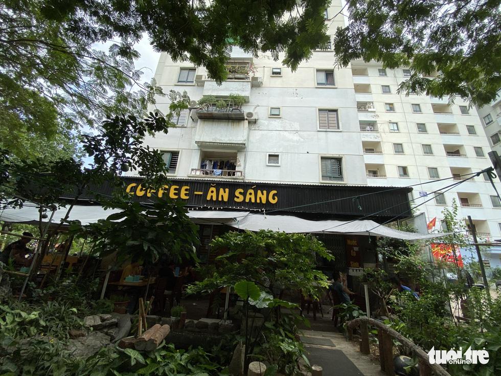 Hàng loạt tòa nhà tái định cư ở Hà Nội bị xẻ thịt để kinh doanh - Ảnh 5.