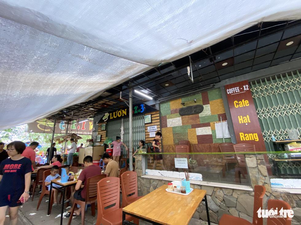 Hàng loạt tòa nhà tái định cư ở Hà Nội bị xẻ thịt để kinh doanh - Ảnh 6.