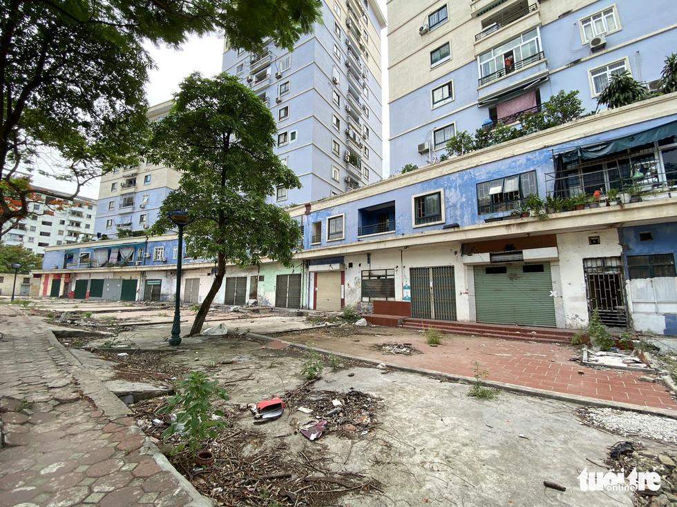 Hàng loạt tòa nhà tái định cư ở Hà Nội bị xẻ thịt để kinh doanh - Ảnh 7.