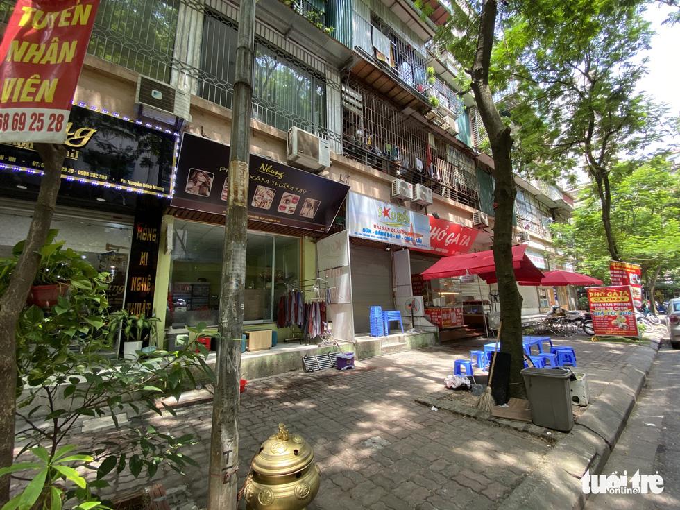 Hàng loạt tòa nhà tái định cư ở Hà Nội bị xẻ thịt để kinh doanh - Ảnh 8.