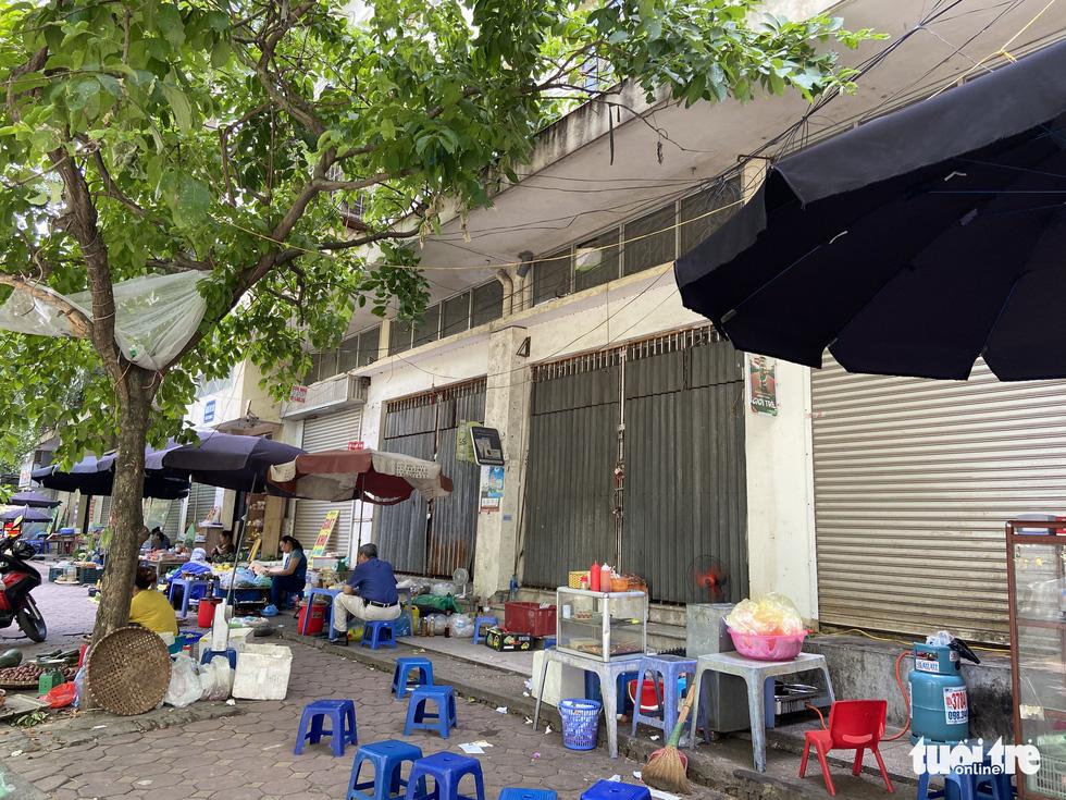Hàng loạt tòa nhà tái định cư ở Hà Nội bị xẻ thịt để kinh doanh - Ảnh 9.
