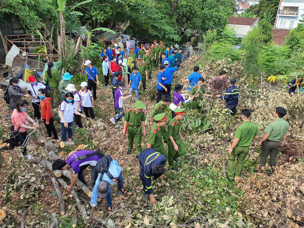 Hơn 1.000 người dân Huế dọn dẹp khu vực Thượng Thành - Ảnh 10.