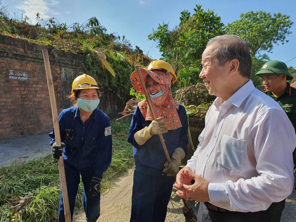 Hơn 1.000 người dân Huế dọn dẹp khu vực Thượng Thành - Ảnh 11.
