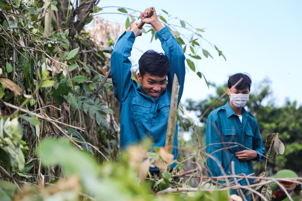 Hơn 1.000 người dân Huế dọn dẹp khu vực Thượng Thành - Ảnh 5.