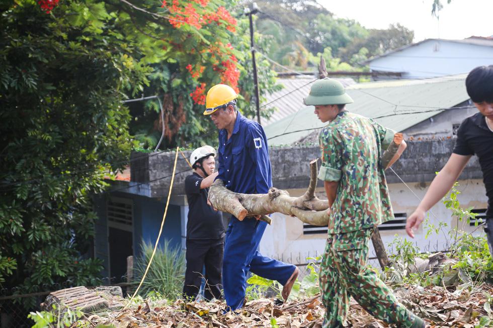 Hơn 1.000 người dân Huế dọn dẹp khu vực Thượng Thành - Ảnh 6.