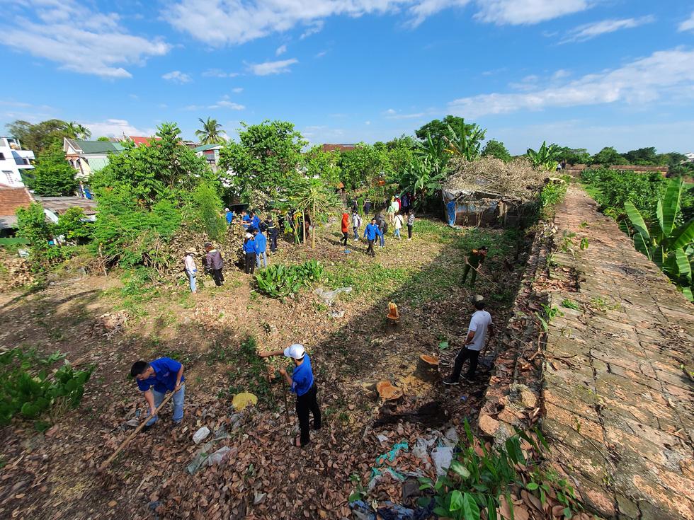 Hơn 1.000 người dân Huế dọn dẹp khu vực Thượng Thành - Ảnh 3.