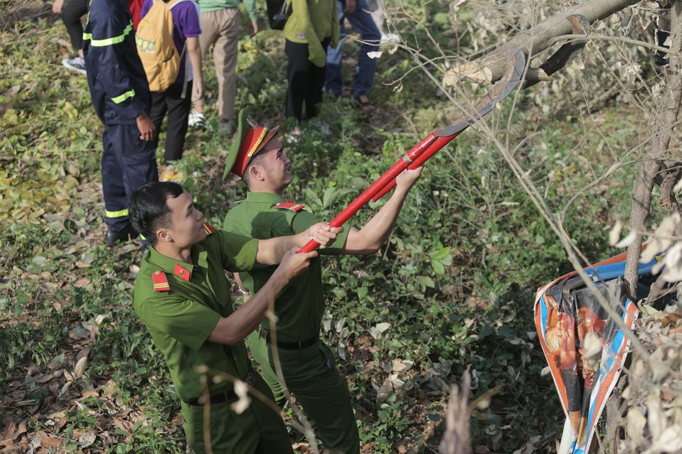 Hơn 1.000 người dân Huế dọn dẹp khu vực Thượng Thành - Ảnh 9.