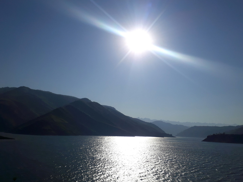 Cảnh đẹp thần tiên trên dòng sông Đà huyền thoại - Ảnh 5.