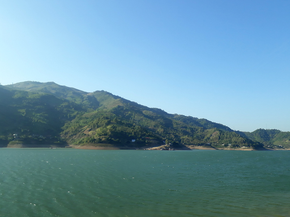 Cảnh đẹp thần tiên trên dòng sông Đà huyền thoại - Ảnh 3.