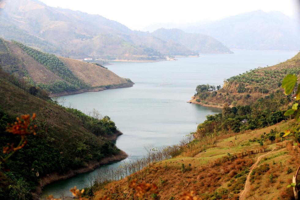 Cảnh đẹp thần tiên trên dòng sông Đà huyền thoại - Ảnh 1.