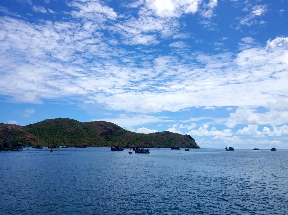 Thong dong Côn Đảo những ngày hè đẹp nhất trong năm - Ảnh 1.