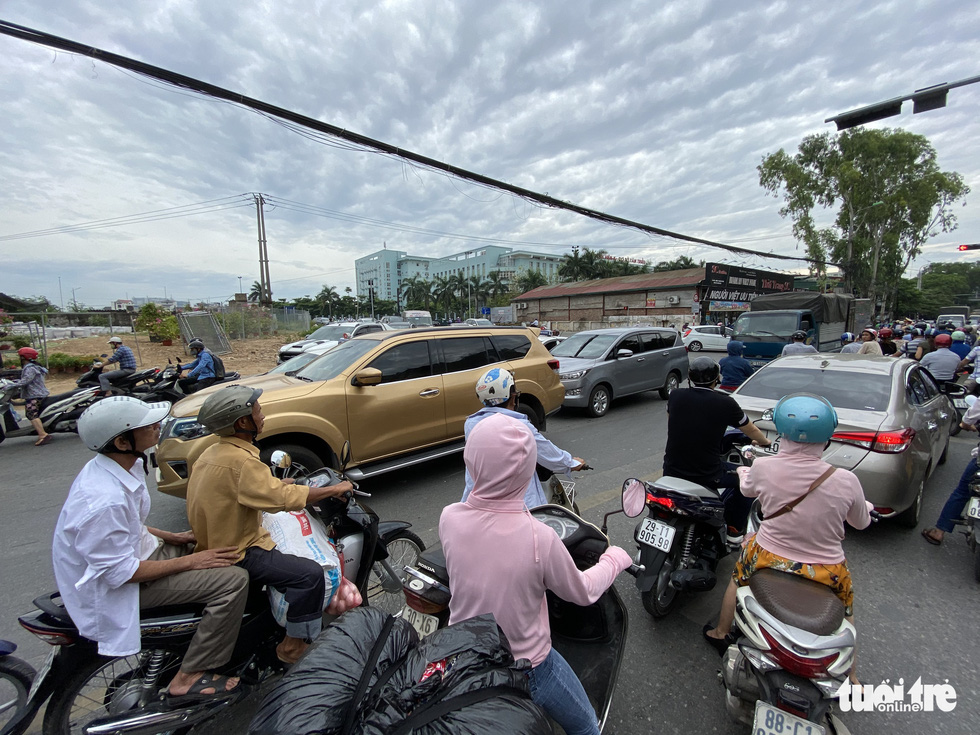 'Đại lộ' ngàn tỉ Chu Văn An dở dang, nhiều nơi ngập ngụa rác - Ảnh 10.