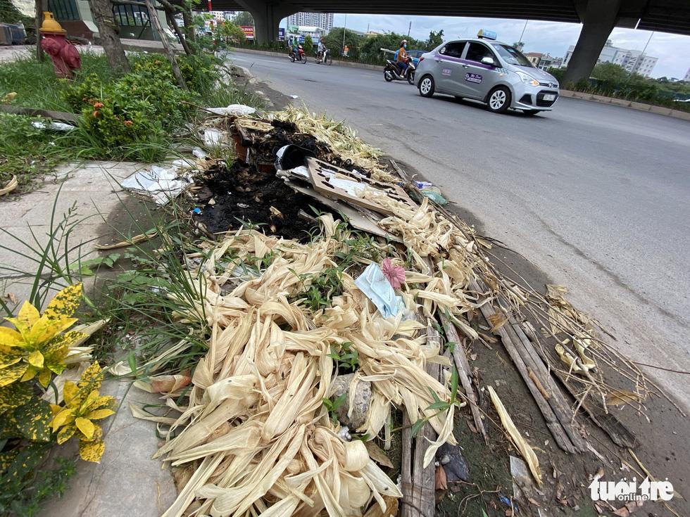 'Đại lộ' ngàn tỉ Chu Văn An dở dang, nhiều nơi ngập ngụa rác - Ảnh 2.