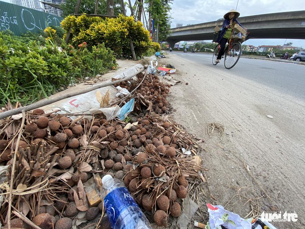 'Đại lộ' ngàn tỉ Chu Văn An dở dang, nhiều nơi ngập ngụa rác - Ảnh 3.