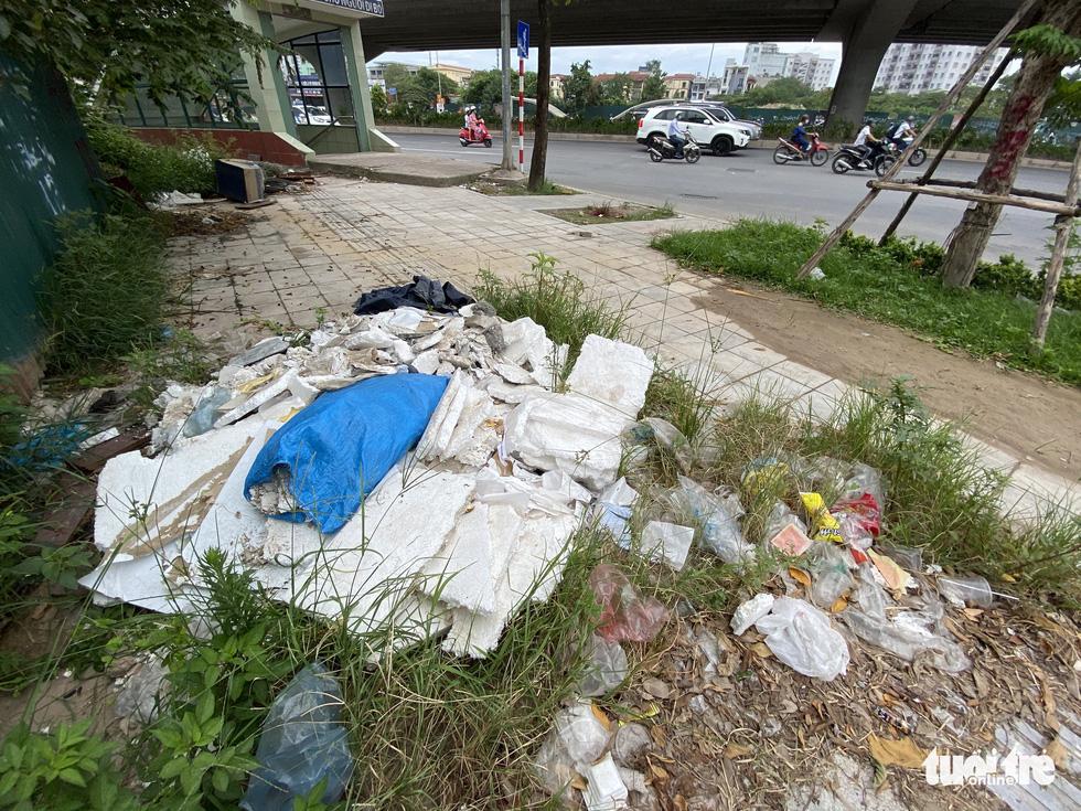 'Đại lộ' ngàn tỉ Chu Văn An dở dang, nhiều nơi ngập ngụa rác - Ảnh 4.