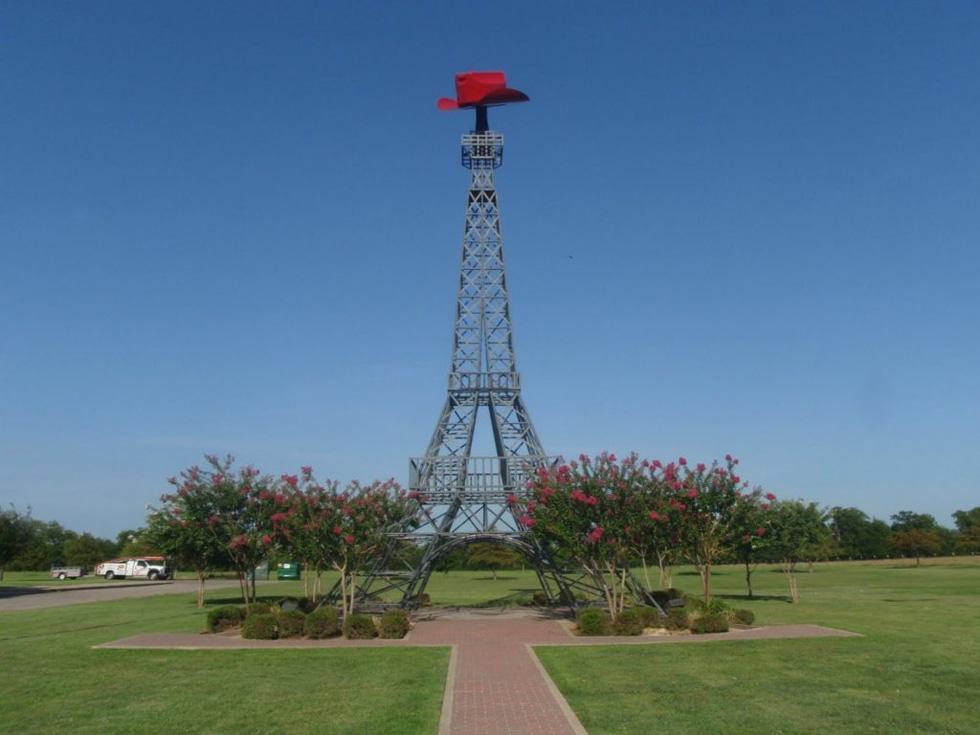 Tháp Eiffel và cảm hứng cho những phiên bản nổi tiếng trên thế giới - Ảnh 9.
