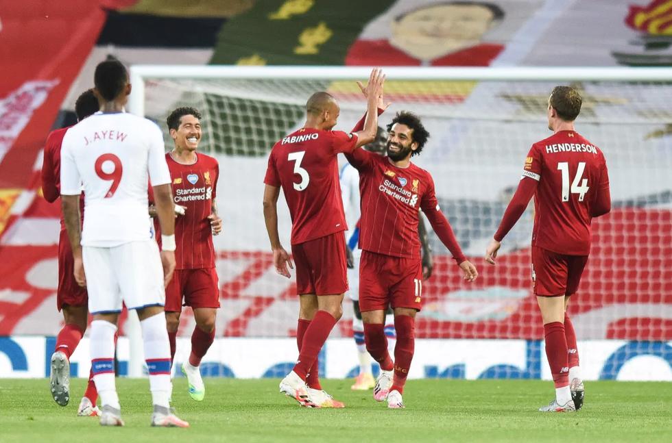 Cầu thủ, CĐV Liverpool mở tiệc ăn mừng chức vô địch Premier League - Ảnh 1.