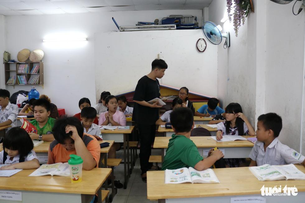 9X đi làm lấy tiền mua sách vở, dạy học trò lớp tình thương - Ảnh 10.