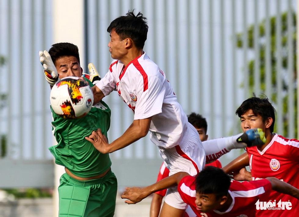Hàng thủ mơ ngủ, Hoàng Anh Gia Lai lần thứ 3 lỡ hẹn chức vô địch U19 quốc gia - Ảnh 4.