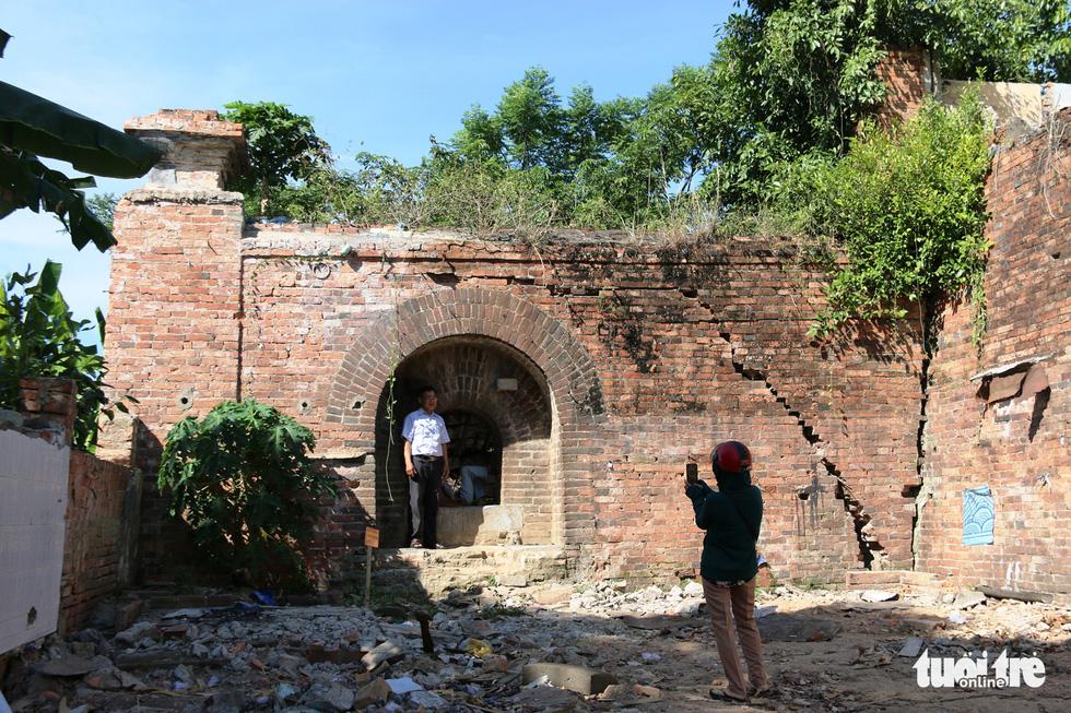 Chiếc cổng kỳ lạ tuyệt đẹp vừa phát lộ ở kinh thành Huế: Không chỉ có một - Ảnh 7.