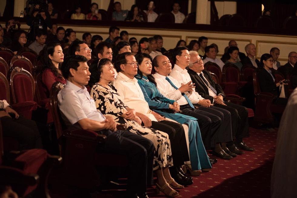 Thủ tướng Nguyễn Xuân Phúc dự đêm nhạc tưởng nhớ Trịnh Công Sơn - Ảnh 2.