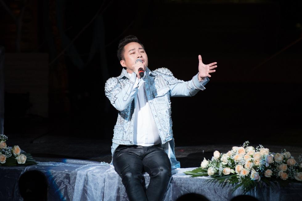 Thủ tướng Nguyễn Xuân Phúc dự đêm nhạc tưởng nhớ Trịnh Công Sơn - Ảnh 10.