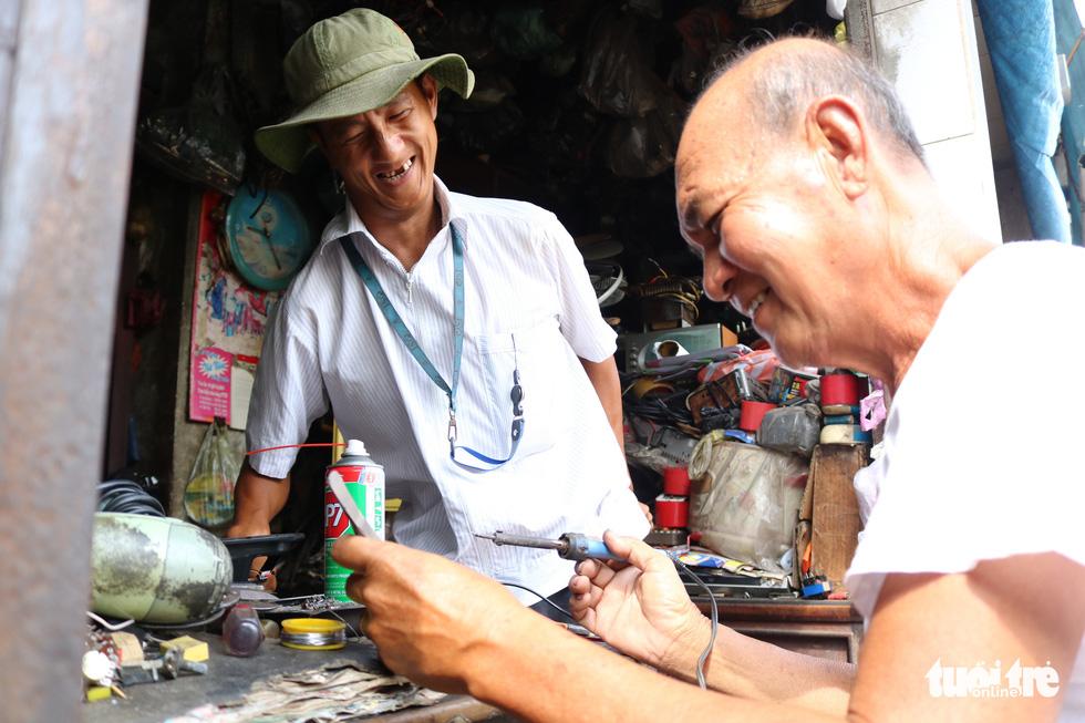 Người giữ âm thanh cũ ở Sài Gòn - Ảnh 1.