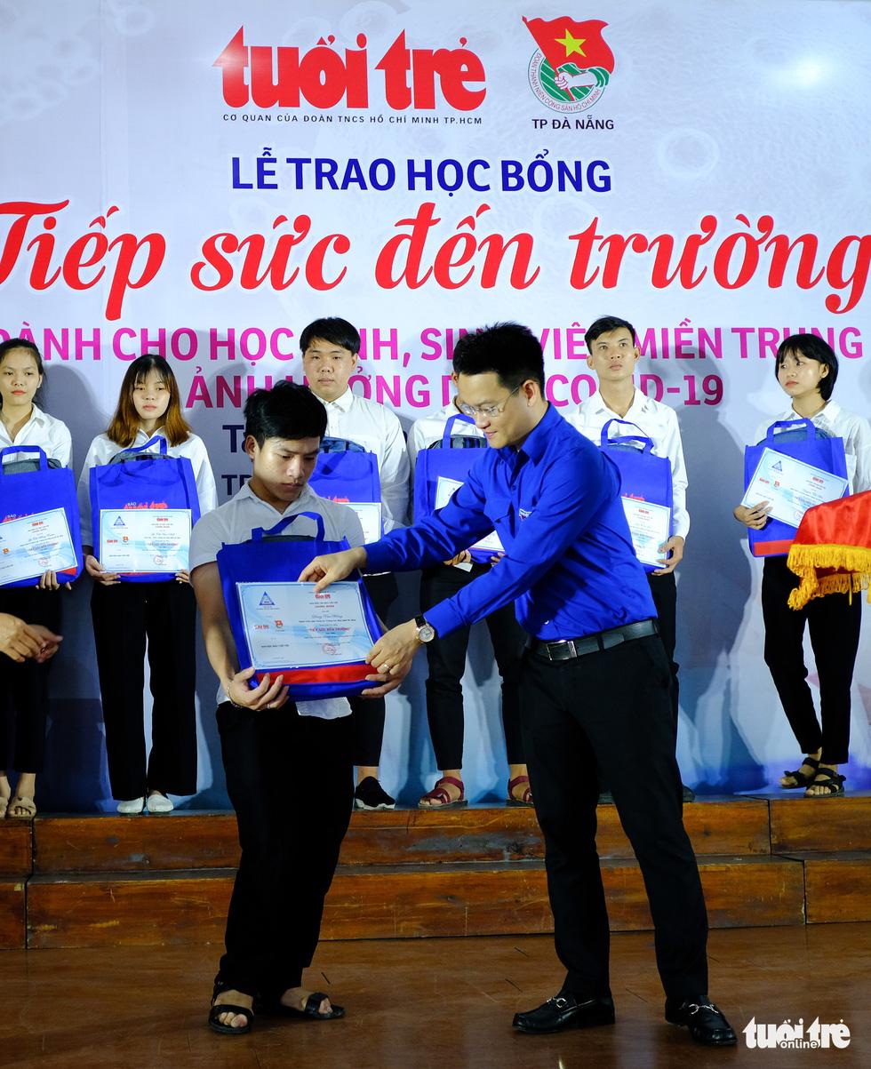 Học bổng tiếp sức cho 175 học sinh, sinh viên khó khăn miền Trung bị ảnh hưởng dịch Covid-19 - Ảnh 4.
