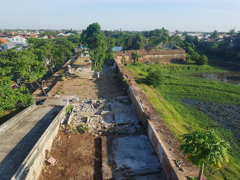 Choáng ngợp với tường thành 3 tầng bậc, 24 pháo đài kinh thành Huế xuất lộ - Ảnh 14.