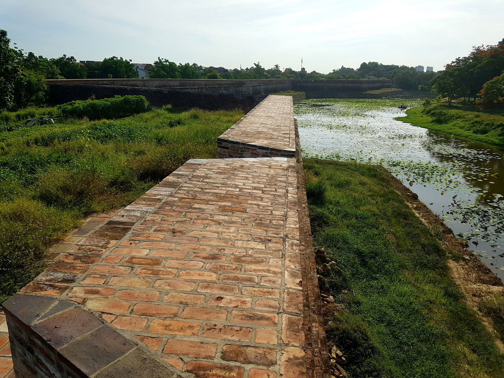 Choáng ngợp với tường thành 3 tầng bậc, 24 pháo đài kinh thành Huế xuất lộ - Ảnh 4.