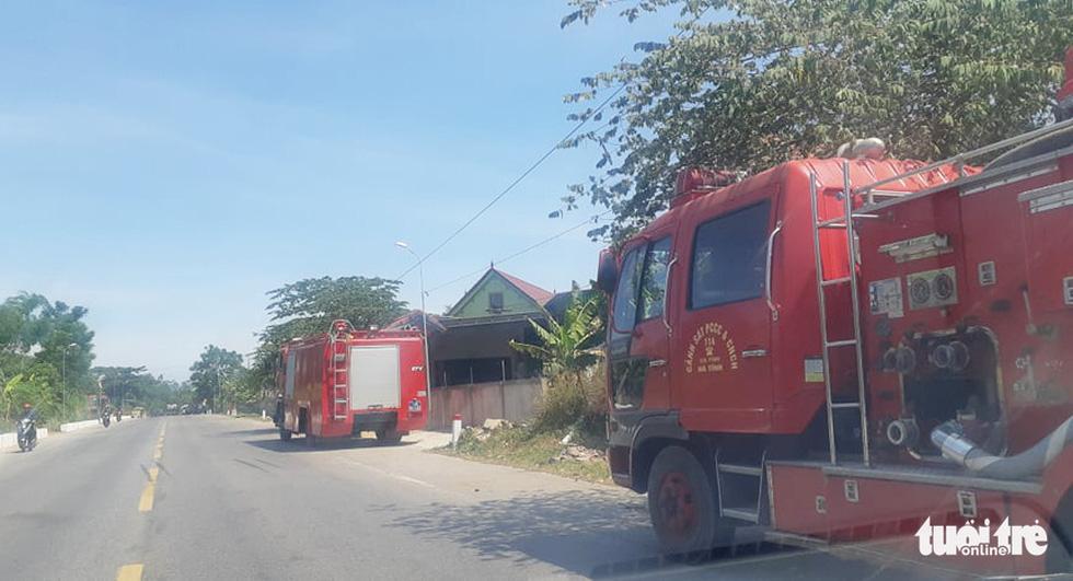 Hơn 500 người đang chữa cháy rừng ở Hà Tĩnh - Ảnh 3.