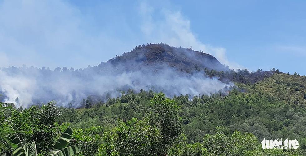 Hơn 500 người đang chữa cháy rừng ở Hà Tĩnh - Ảnh 1.