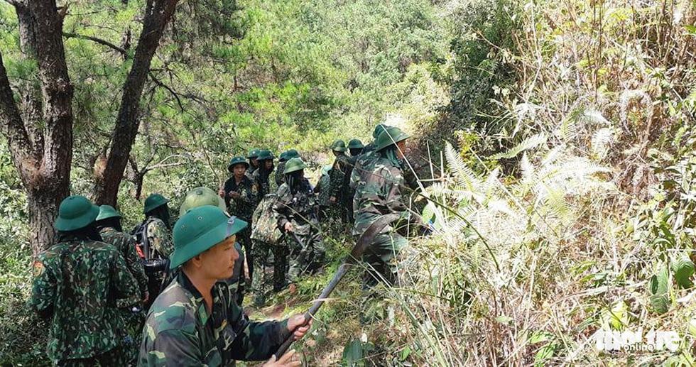 Hơn 500 người đang chữa cháy rừng ở Hà Tĩnh - Ảnh 5.
