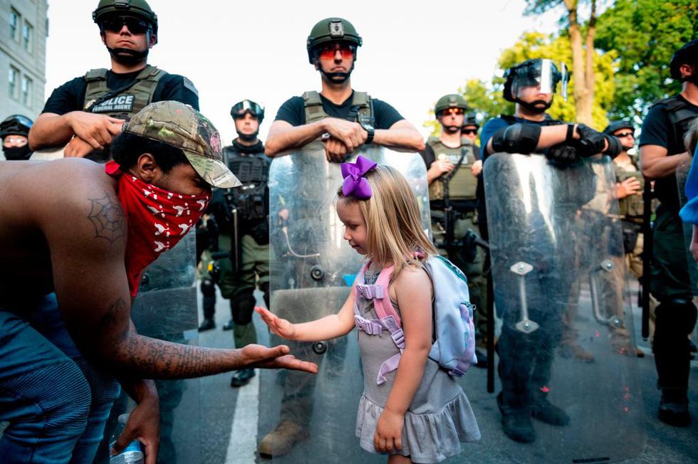 Căng thẳng leo thang ở New York khi người biểu tình bất chấp giới nghiêm - Ảnh 6.