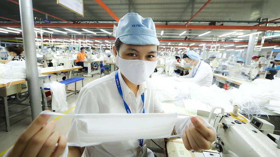 Khẩu trang Việt giúp thế giới an toàn hơn - Ảnh 5.
