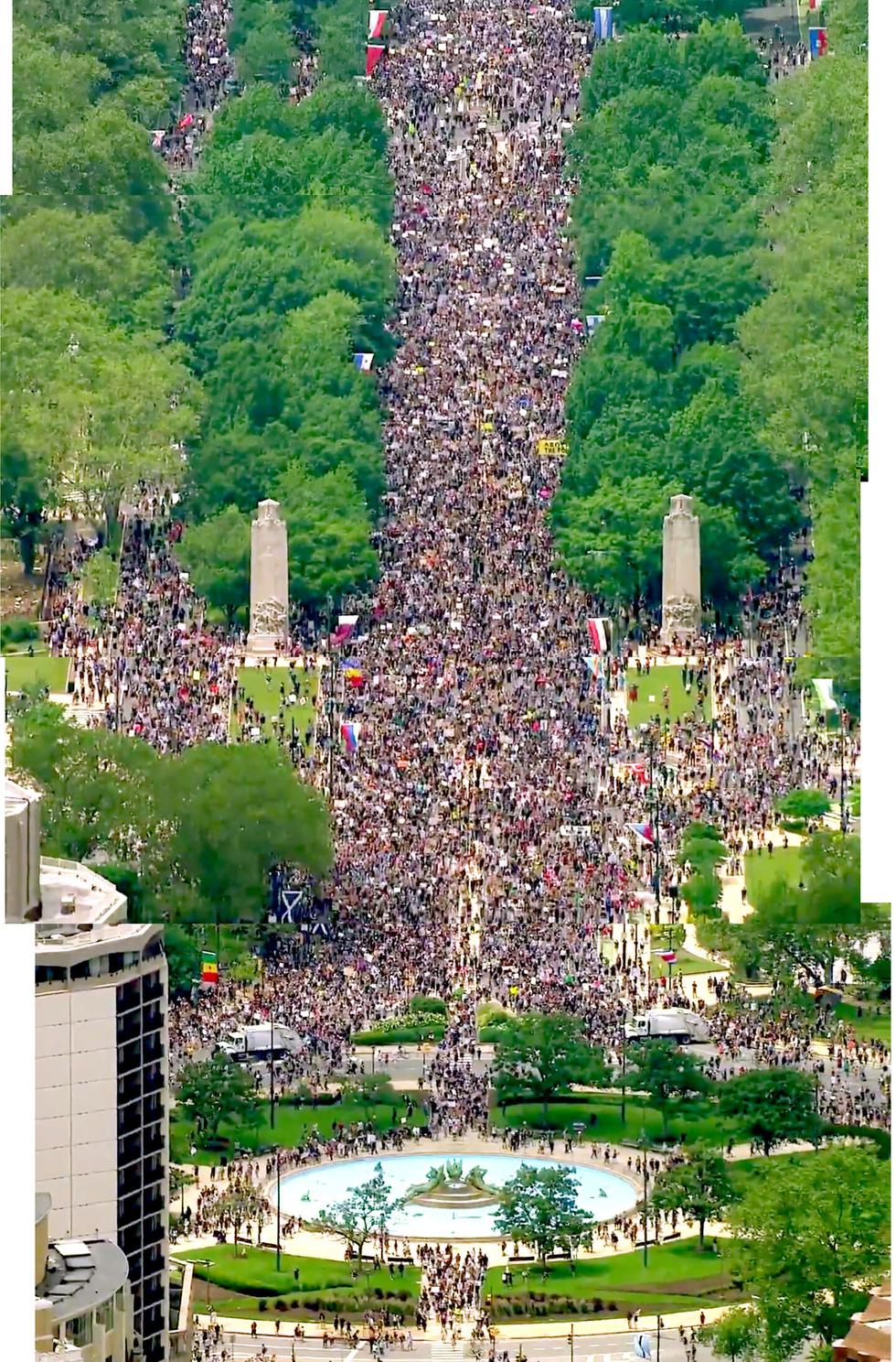 Bất chấp nguy cơ dịch lây lan, biểu tình vẫn lan rộng ở Mỹ và nhiều nước - Ảnh 3.