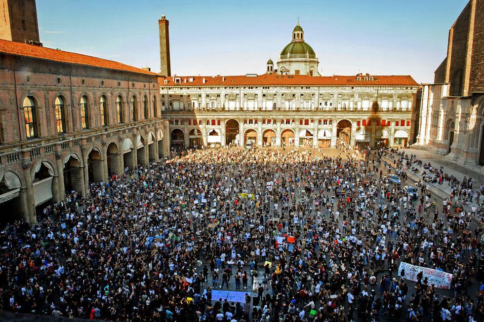 Bất chấp nguy cơ dịch lây lan, biểu tình vẫn lan rộng ở Mỹ và nhiều nước - Ảnh 11.