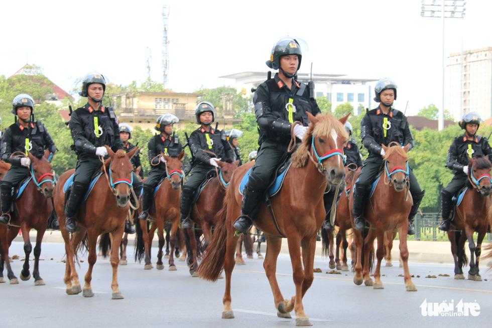 Ra mắt Đoàn cảnh sát cơ động kỵ binh - Ảnh 2.