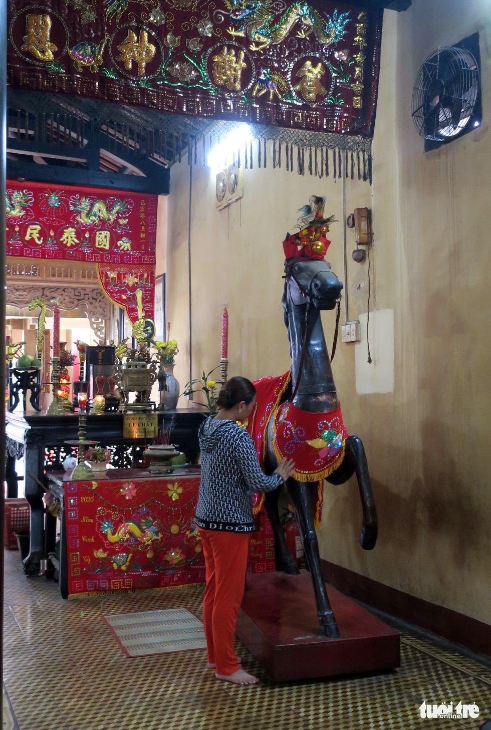 Những hình ảnh kể sự tích ở lăng Tả quân Lê Văn Duyệt - Ảnh 8.