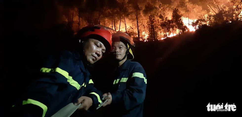 Lao mình vào lửa dữ cứu rừng xuyên đêm  - Ảnh 10.