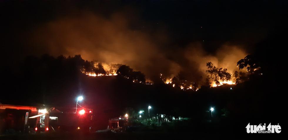 Lao mình vào lửa dữ cứu rừng xuyên đêm  - Ảnh 9.