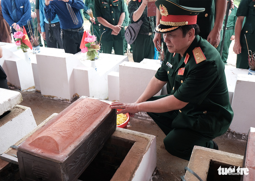 Đưa liệt sĩ từ núi đá, hang sâu về an nghỉ tại nghĩa trang Vị Xuyên - Ảnh 9.