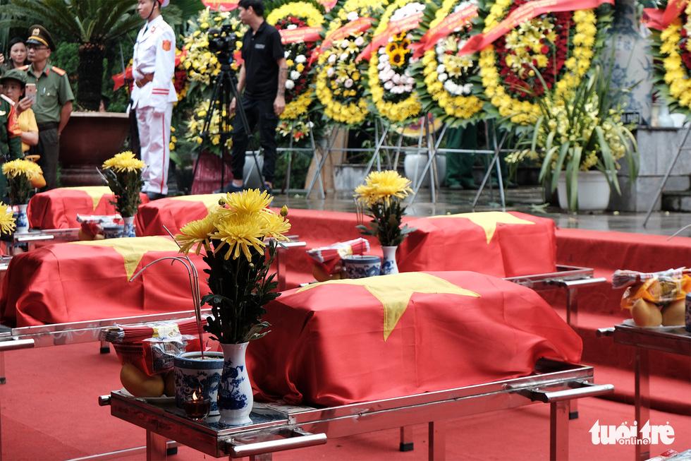 Đưa liệt sĩ từ núi đá, hang sâu về an nghỉ tại nghĩa trang Vị Xuyên - Ảnh 2.
