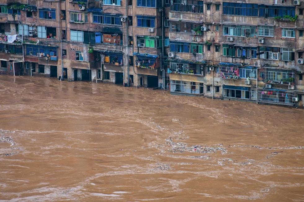 Hình ảnh lũ lụt nhấn chìm hai bờ sông Dương Tử - Ảnh 1.