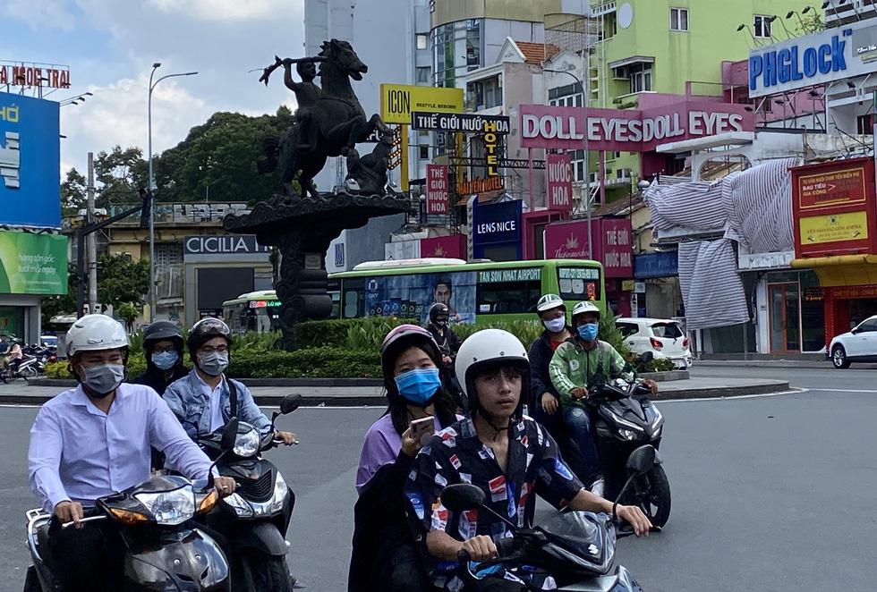 Ngắm đoạn đường Đinh Tiên Hoàng sắp đổi tên thành Lê Văn Duyệt - Ảnh 10.