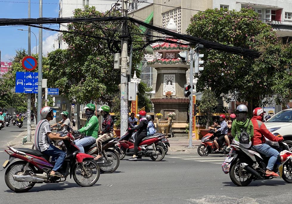 Ngắm đoạn đường Đinh Tiên Hoàng sắp đổi tên thành Lê Văn Duyệt - Ảnh 11.