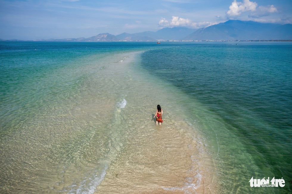 Chơi xả hơi trọn mùa hè ở Nha Trang, một trong những vịnh đẹp nhất thế giới - Ảnh 1.