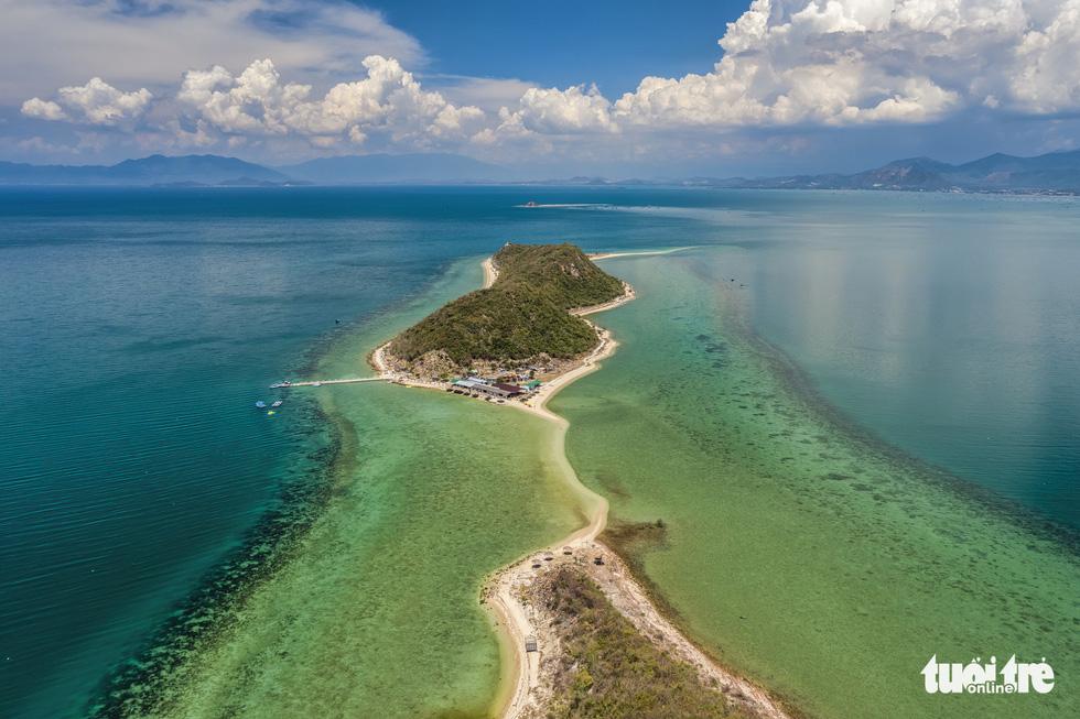 Chơi xả hơi trọn mùa hè ở Nha Trang, một trong những vịnh đẹp nhất thế giới - Ảnh 2.