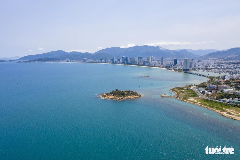 Chơi xả hơi trọn mùa hè ở Nha Trang, một trong những vịnh đẹp nhất thế giới - Ảnh 3.